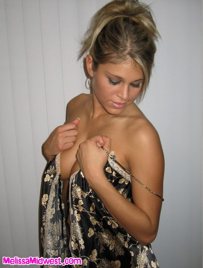Melissa Midwest en camisón